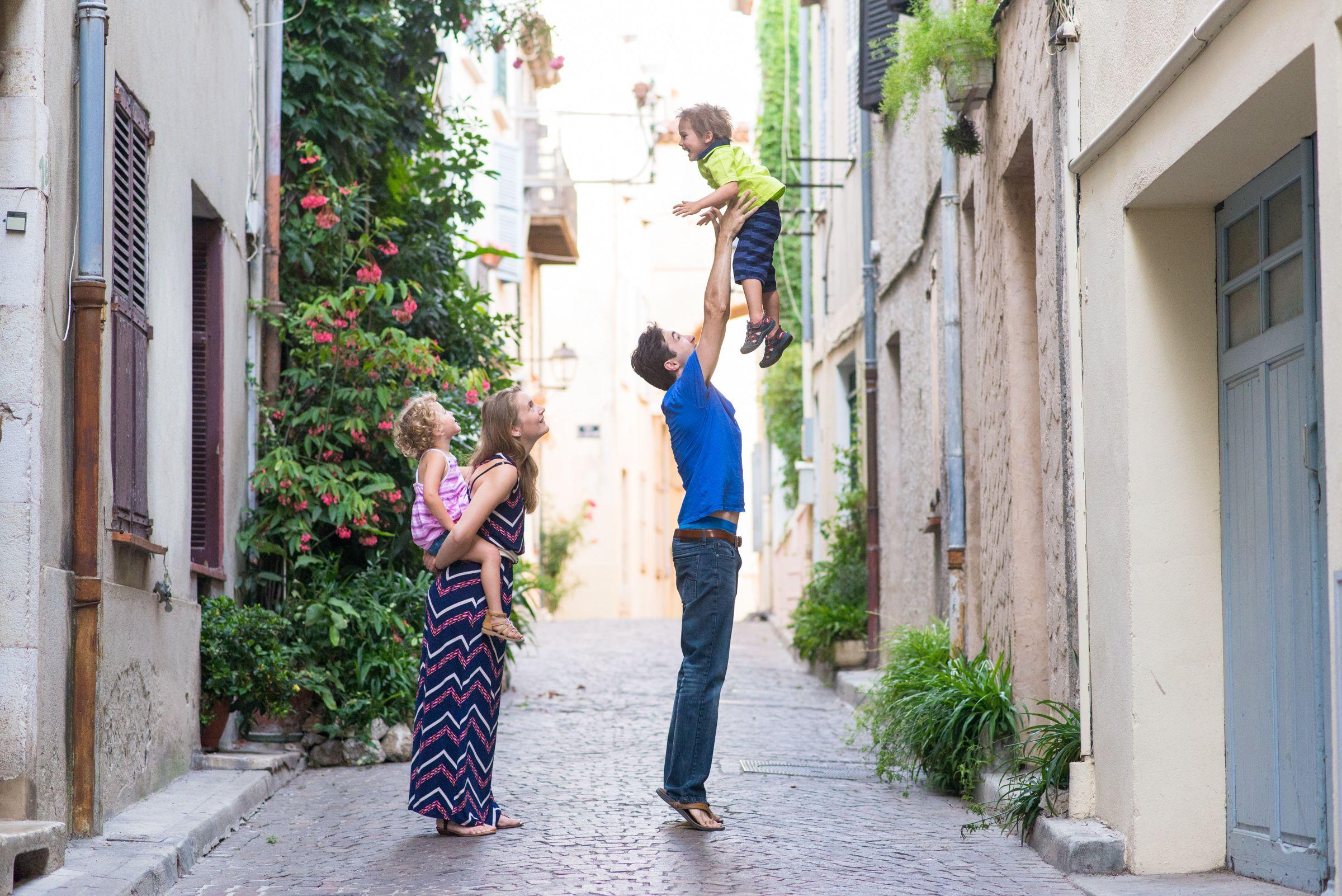 Séance photo famille expatriés à Antibes